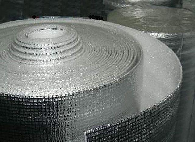 Рулонный материал с хорошо видной армирующей стекловолоконной сеткой