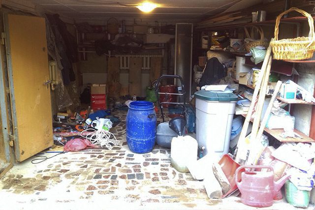 Плохой пример гаража, превращенного в свалку