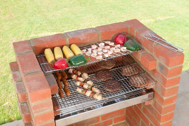 Самый простой вариант стационарной жаровни-барбекю