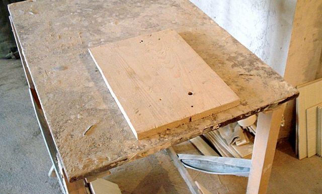Для сверления кафеля необходимо подготовить устойчивый стол с деревянной или гипсокартонной подкладкой