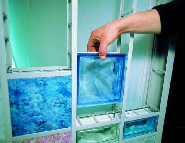 Каркасный способ монтажа перегородки из стеклоблоков