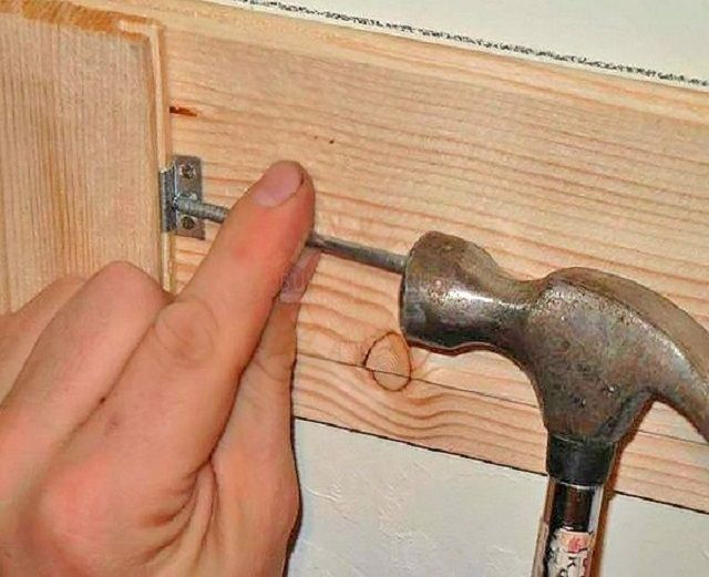 Установка кляммера при креплении к деревянной обрешетке