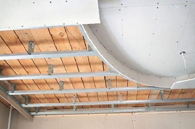 Декоративный потолок может располагаться в несколько ярусов