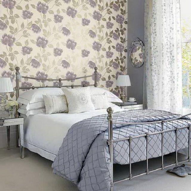 Очень взвешенное, спокойное оформление спальной в серо-голубых тонах