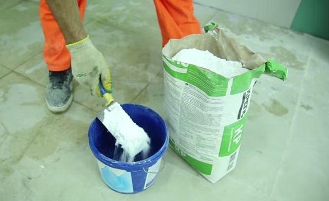 Порядок подготовки раствора должен в точности соответствовать инструкции, приложенной к конкретной сухой смеси