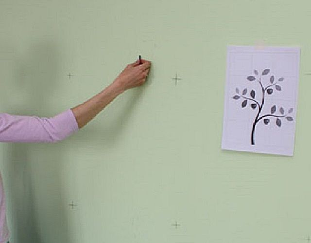 Первичное нанесение карандашных набросков будущего рисунка