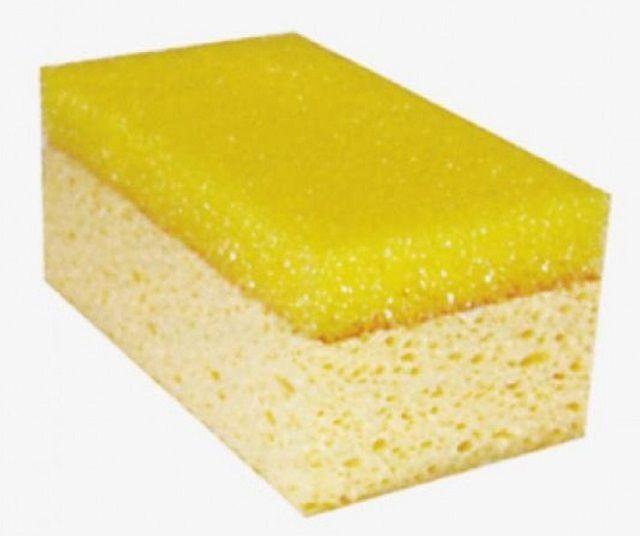Губка потребуется для удаления остатков затирки с поверхности плитки