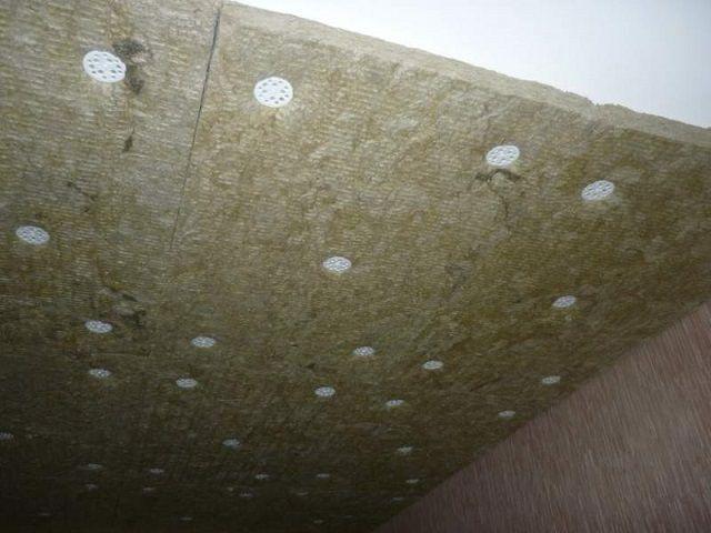 Монтаж минеральной ваты на клей выполняется сходным порядком