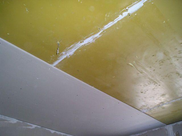 """Наклеивание """"Тексаунда"""" на потолочную поверхность"""