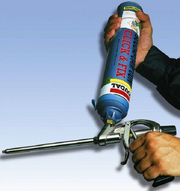 Заполнение полостей пеной лучше всего производить профессиональным материалом и с помощью пистолета