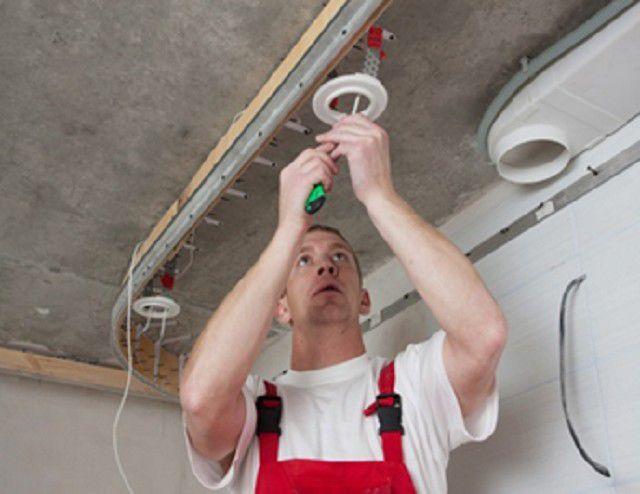 Проводка и крепежные элементы для светильников предусматриваются заранее