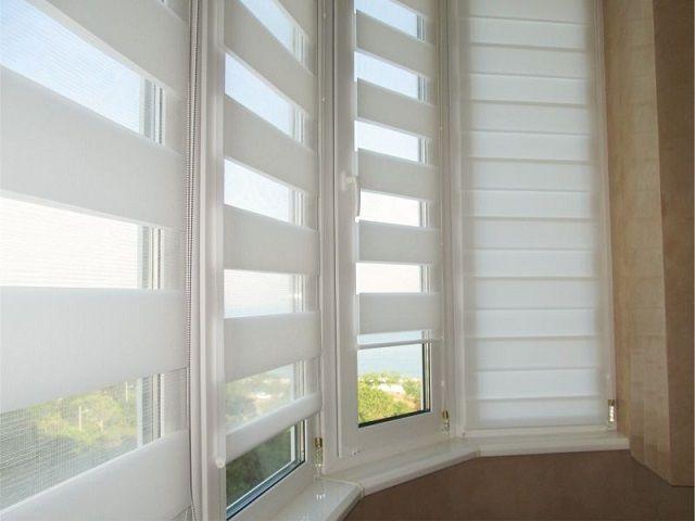 Такая конструкция позволяет плавно регулировать интенсивность светового потока, попадающего в комнату через окна