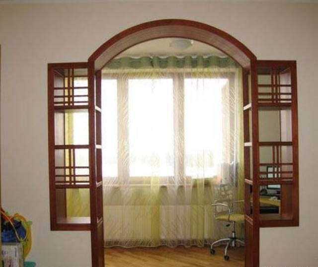 Очень часто арочные проемы применяются при оформлении выходов на балкон или лоджию