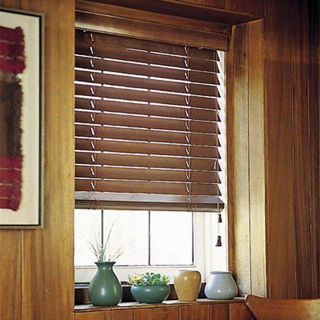 Горизонтальные жалюзи из отдельных ламелей, выполненных их натуральных материалов, часто называют венецианскими