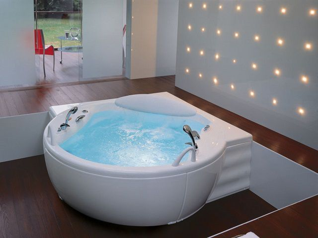 Разнообразие ванн по материалу изготовления и форме исполнения может поставить в тупик неискушенного  в этих вопросах покупателя
