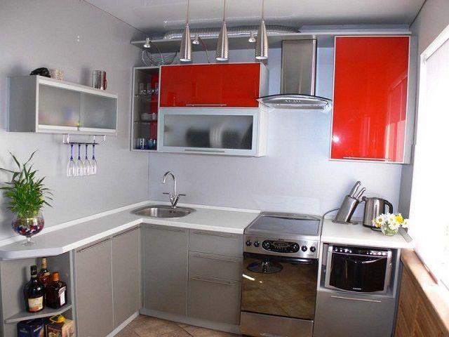 Г-образное размещение кухонного гарнитура - чаще всего будет оптимальным для тесного помещения