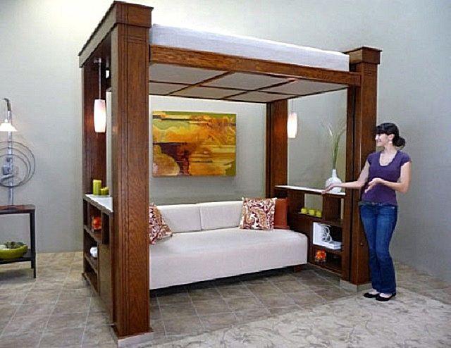 Зонировать комнату на гостиную и спальную можно не только по площади, но и в высоту