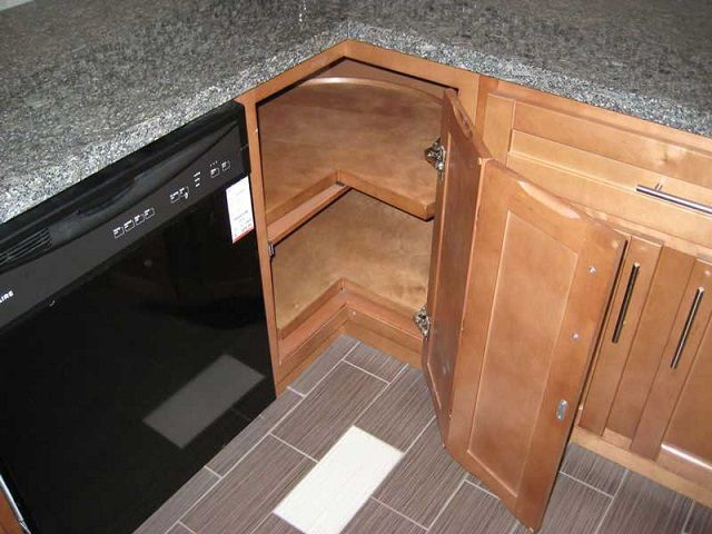 Складная дверца для углового шкафа