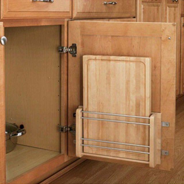 Разделочные доски отлично поместятся на тыльной стороне дверей шкафов
