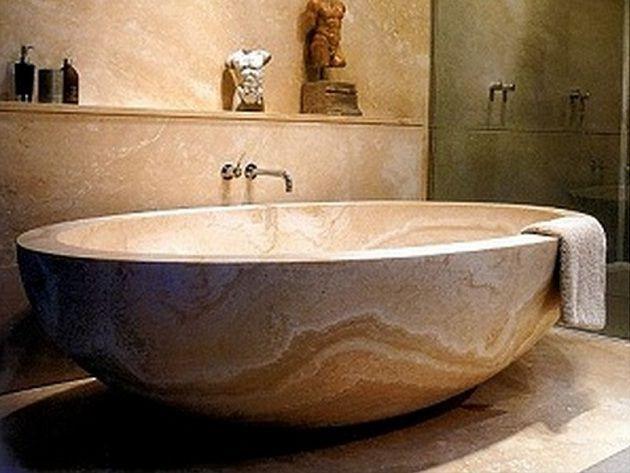 Мраморная ванна - атрибут богатой отделки интерьера