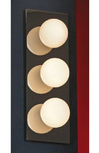Настенный светильник с тремя плафонами-шарами