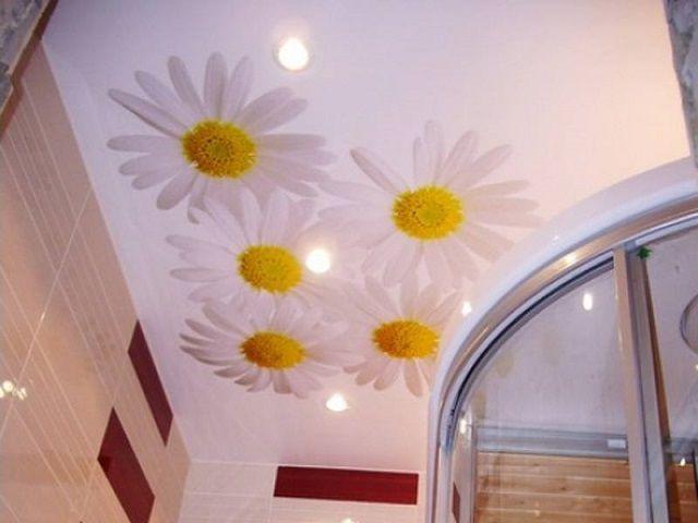 Важнейший элемент интерьера ванной комнаты - красиво оформленный потолок