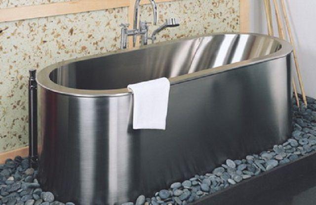Достаточно редко встречающийся вариант - ванна из нержавеющей стали
