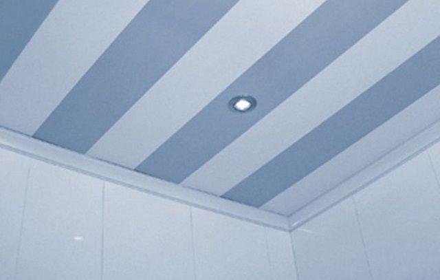Вполне оправдывают себя ПВХ-панели, как отделка потолка в ванной