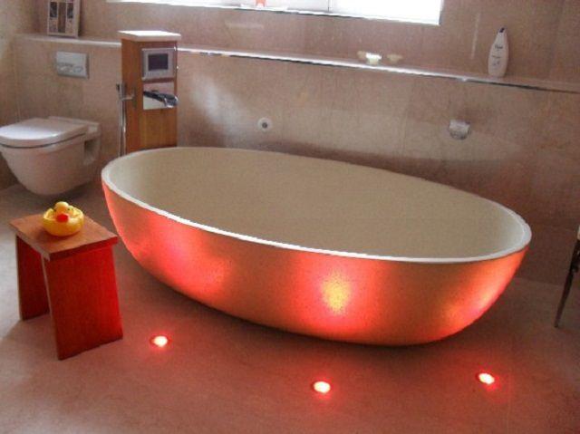 Подсветка может быть встроена и в плоскость пола