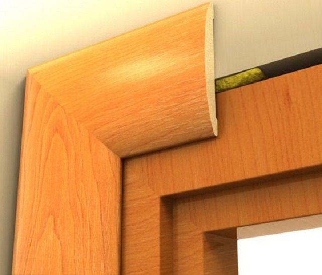 Наличники должны полностью перекрыть зазор между окном и стеной, заполненный монтажной пеной