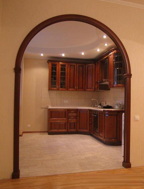 Широкий арочный проем способен визуально изменить пространство помещения