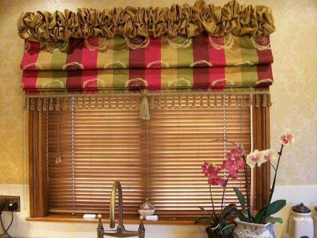 Римские шторы сочетают в себе качества портьер и жалюзи