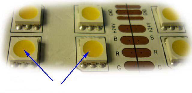 Слой люминофора на светодиоде (показан стрелкой) говорит о том, что это элемент белого свечения