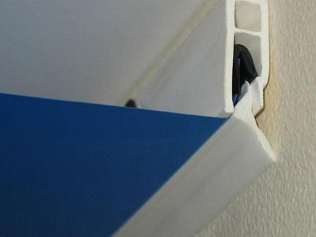 Стеновой профиль, оснащенный собственным плинтусом
