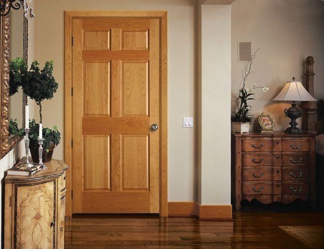 Наиболее распространены филенчатые двери