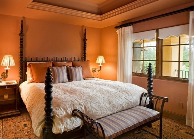 Цветовым решениям при отделке спальной всегда уделяется особое внимание