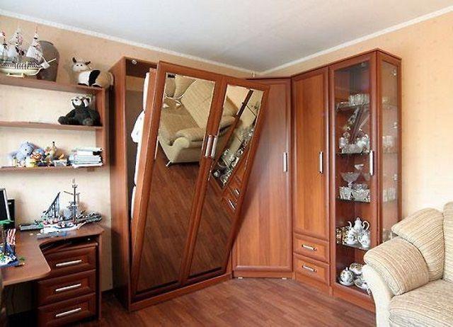 Еще один интересный вариант - прячущиеся на день в стены или шкафы кровати - трансформеры