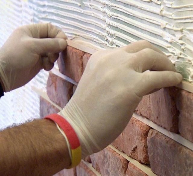 Выдерживание единой толщины швов между плитками с помощью калибровочных реек