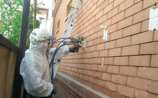 Для заполнения полости в строительной конструкции заранее оставляются или проделываются технологические отверстия