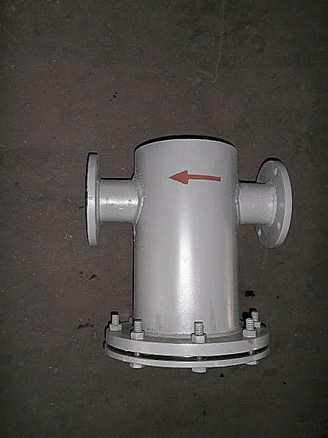 Грязевик-отстойник, в котором отделение твердых частиц идет за счет сил гравитации