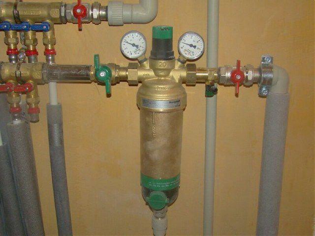 Пример фильтра-грязевика с магнитными вставками, функцией самопромывки, автоматическим воздухоотводчиком и двумя манометрами