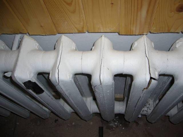 Заморозка  для чугунного радиатора  чаще всего становится фатальной