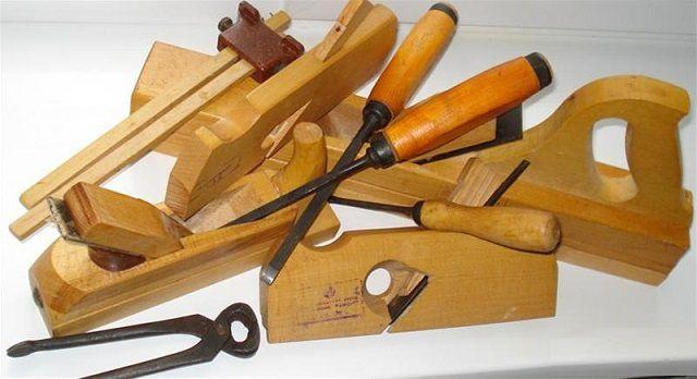 """Несмотря на появление  современных электрифицированных инструментов, """"классические"""" ручные тоже не выходят из употребления"""
