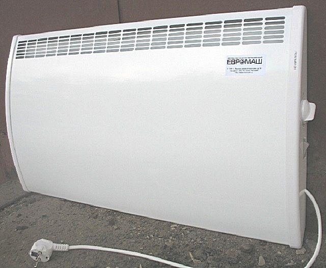 Эффективный обогрев дают компактные, легко размещающиеся на стенах или в проходах электрические конвекторы