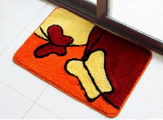 Особой популярностью пользуются тканевые и ворсовые коврики
