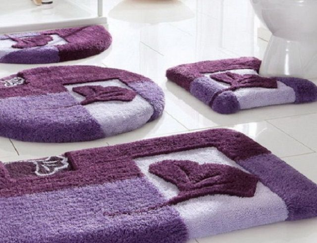 Комплект ковриков, предусматривающий все необходимые участки их настила