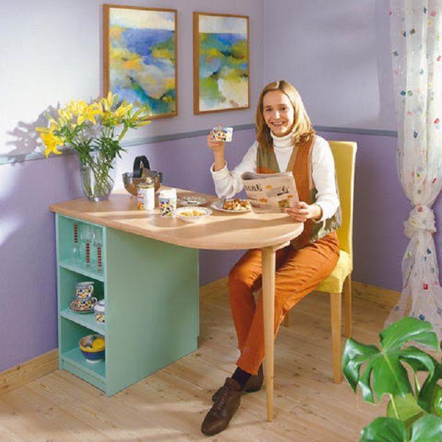 Такой столик-трансформер подойдет и для кухни, и для небольшой комнаты