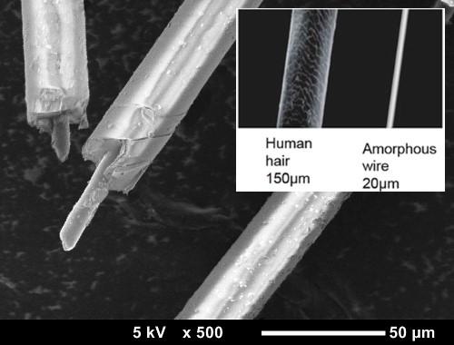 Микропровод под микроскопом и его сравнение с толщиной человеческого волоса