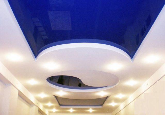 Многоуровневые конструкции в ванных используются нечасто из-за специфики помещений