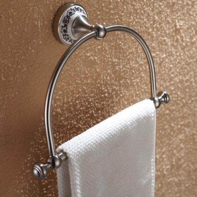 Одиночный полотенцедержатель, выполненный в стиле ретро